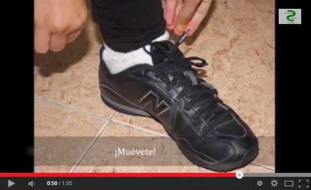 Zapatos de cordones atados