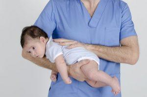 Posturas para expulsar gases del bebé. Pedro Camacho fotos Bebé