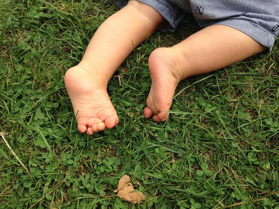 pies descalzos bebé